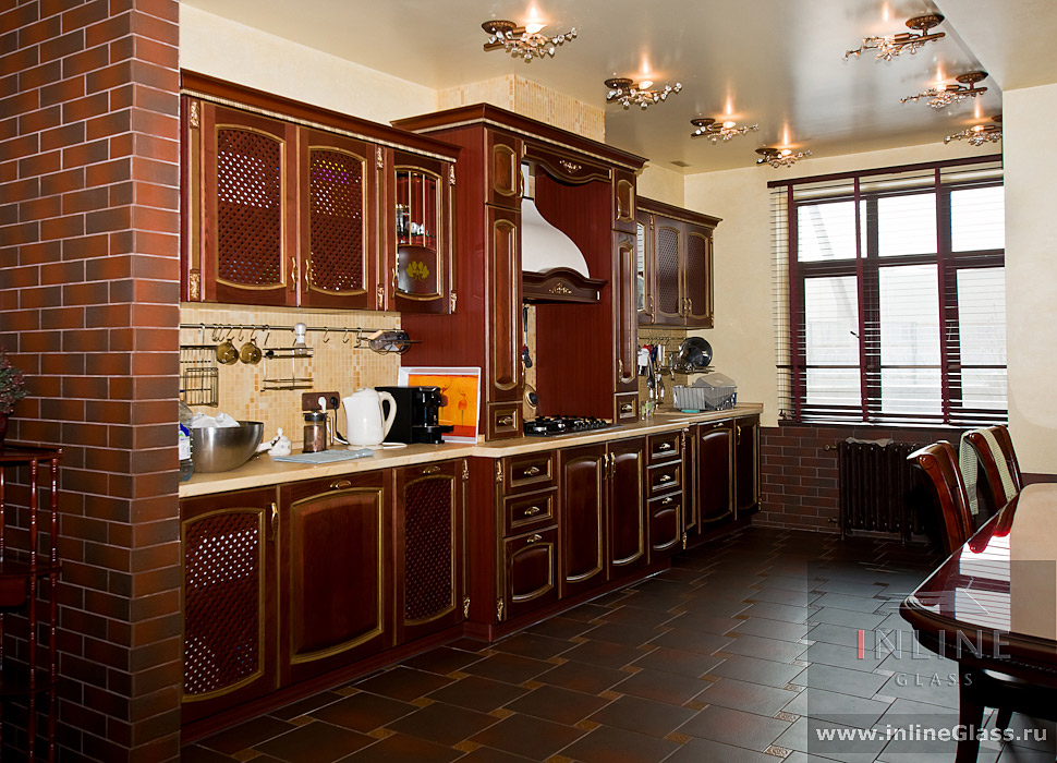 Фото интерьеров кухни с окном